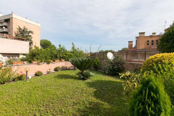 Vendita appartamento bilivelli Ardeatina Via Primo Carnera E 550000