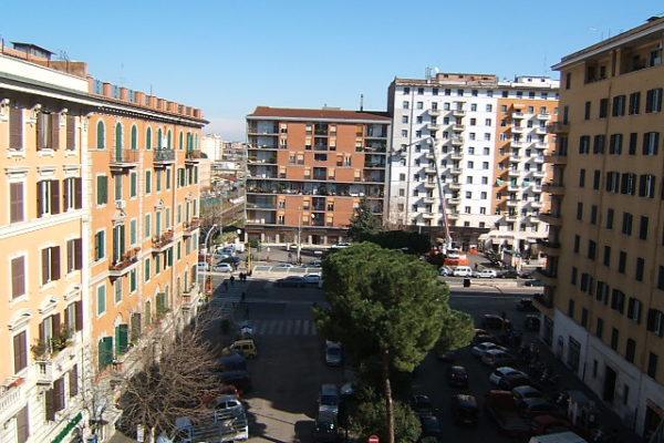 Locazione ampio bilocale Appia Ponte Lungo E 1000
