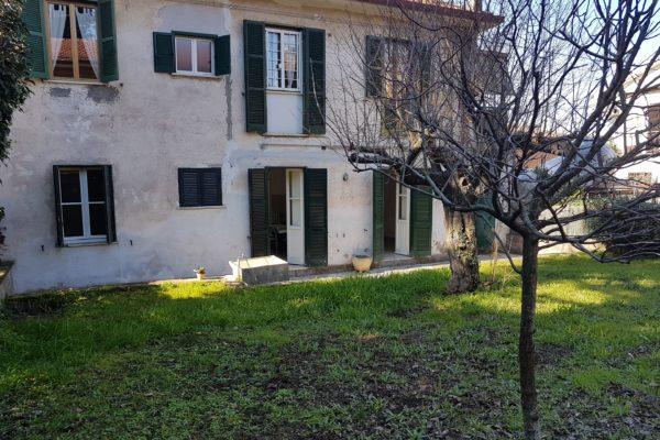 Vendita trilocale con due giardini Ariccia E 139000