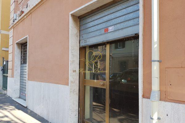 Locazione Locale C/1 Porta Furba Via Pisoni E 850