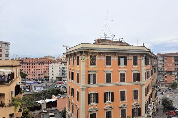Locazione trilocale finemente ristrutturato Appia Alberone E 1100