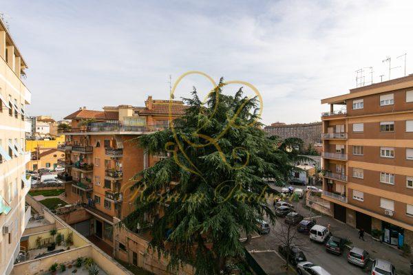 Vendita bilocale Tuscolana Via Egerio Levio E 199000