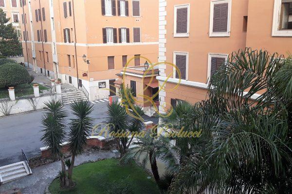 Locazione bilocale arredato Re Di Roma Via Foligno E 850