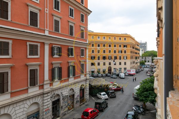 Vendita ampio bilocale San Lorenzo Via Degli Ausoni E 295000